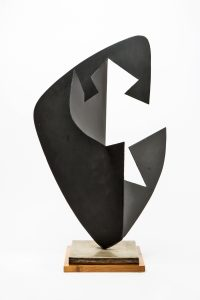 FUNZIONE-SVILUPPO DI FORMA CONCRETA, 1955. Ferro verniciato nero, cm 39x42x70,5h