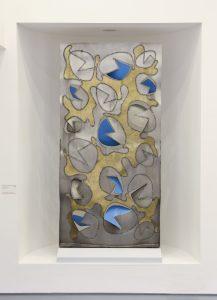 SPAZIO, 1966. Acciaio inox, incisione e intaglio ossidrico, oro e colore, cm 145x20x287h