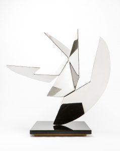 RAPPRESENTAZIONE, 1955-60. Acciaio inox a specchio, cm 71,5x53x70h
