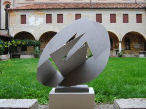 SVILUPPO-FUNZIONE DI FORMA CONCRETA, 1956. Acciaio inox, cm 115x180x175h