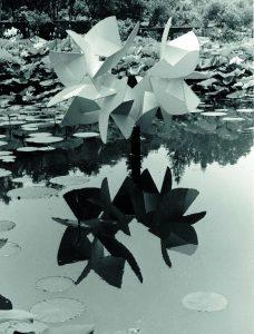 ITERAZIONE, 1962. Ferro verniciato, sette elementi modulari, cm 185x65x170h