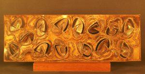 SPAZIO, 1968. Bronzo fosforoso, intaglio e incisione ossidrica, cm 83,2x9,5x33,7h